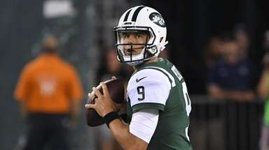 Jets quarterback Bryce Petty drops back to pass