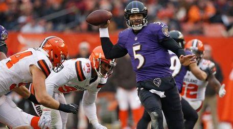 Baltimore Ravens quarterback Joe Flacco passes against the