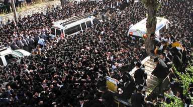 Jews gather in the central Israeli city of