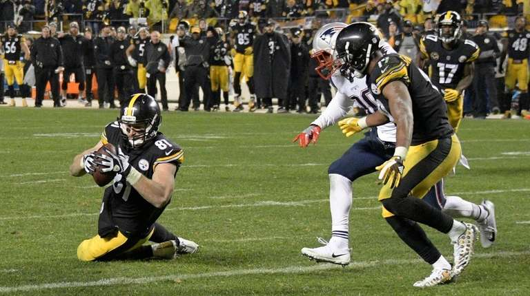 Steelers tight end Jesse James has a knee