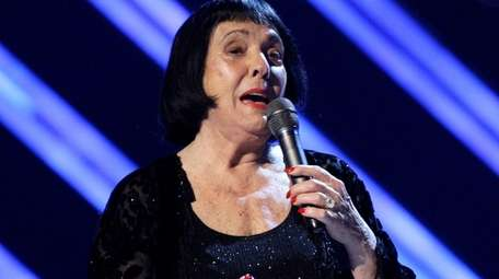 Singer Keely Smith, pictured in 2008, presents an