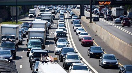 Heavy traffic on the eastbound LIE near Glen