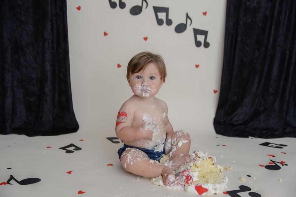 Jesse Ryan Young's 1st birthday cake smash Melissa