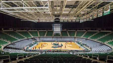 Stony Brook practices in the Breslin Student Events
