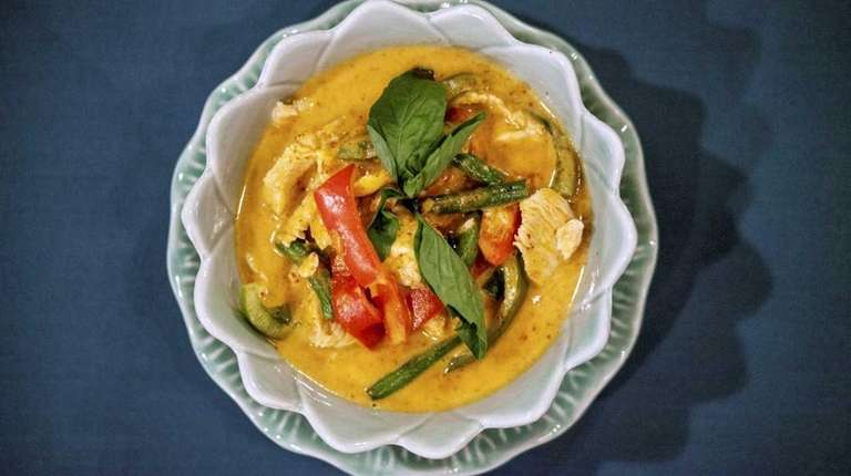 Penang curry with chicken, peppers and string beans