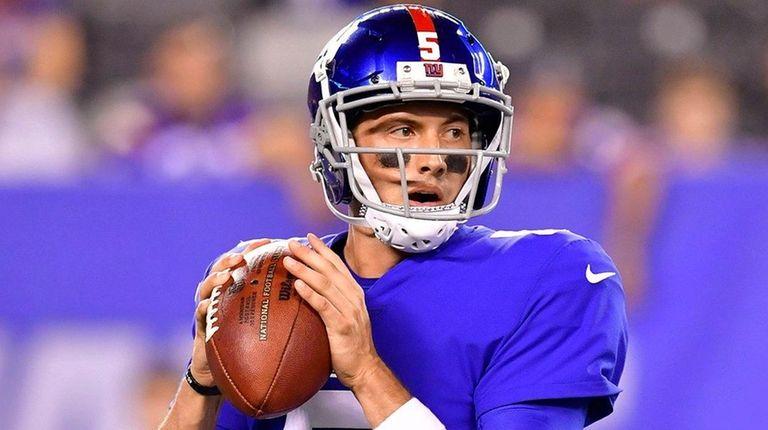 Giants quarterback Davis Webb looks to pass against