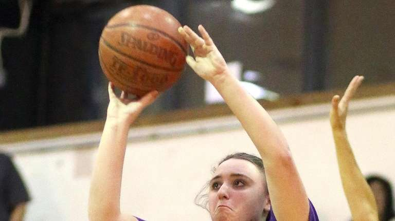 Oyster Bay's Elizabeth Reilly shoots from outside during