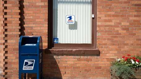 The exterior of a post office.