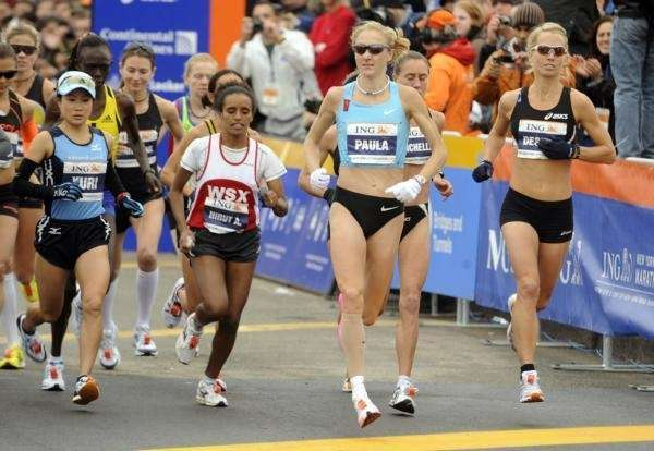 Britain's Paula Radcliffe, second from right, and Yuri