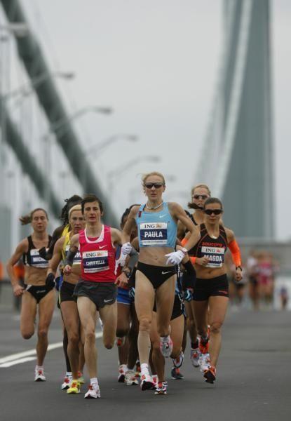 Paula Radcliffe, center, leads the women's elite runners