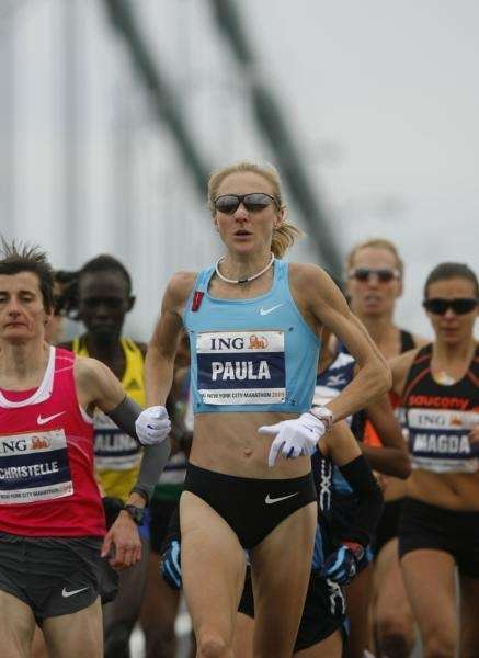 Paula Radcliffe leads the women's elite runners across