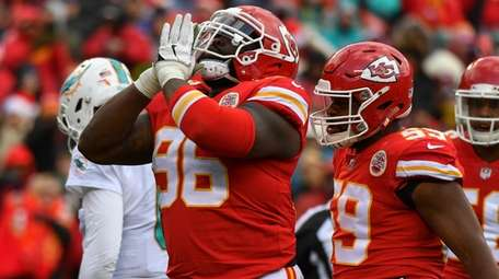 Nose tackle Bennie Logan of the Chiefs celebrates