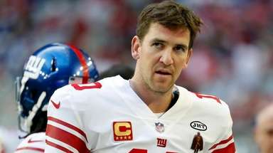 New York Giants quarterback Eli Manning (10) stands