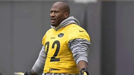 Steelers linebacker James Harrison takes part in practice