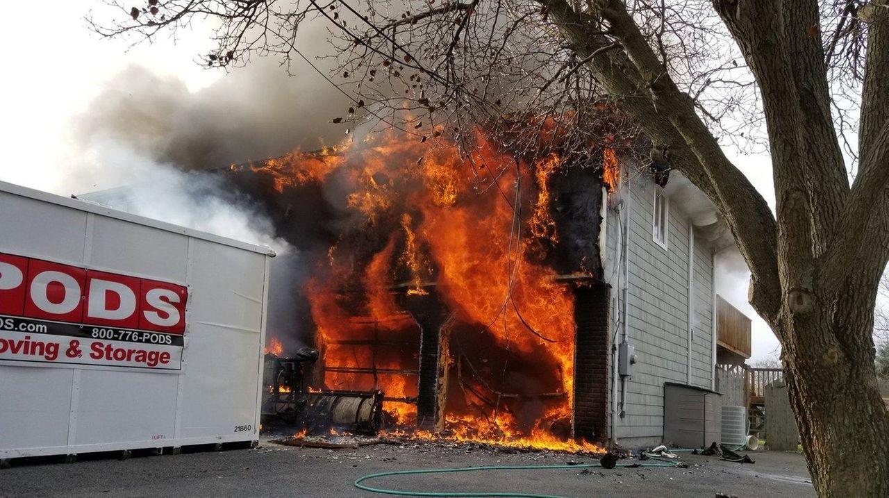 Oakdale man identified in Christmas Eve house fire | Newsday
