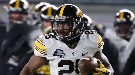 Iowa running back Akrum Wadley returns a kickoff