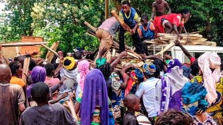 Displaced people in the Central African Republic gather