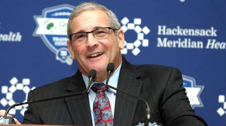 New Giants general manager Dave Gettleman talks with