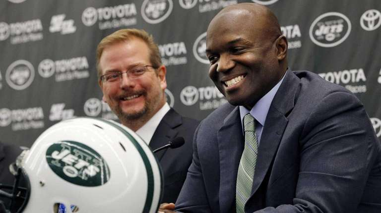 Jets head coach Todd Bowles, right, speaks during