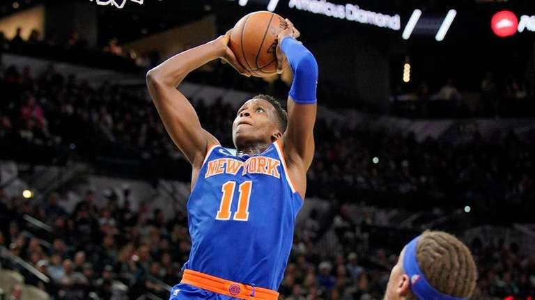 Knicks guard Frank Ntilikina dunks during a game