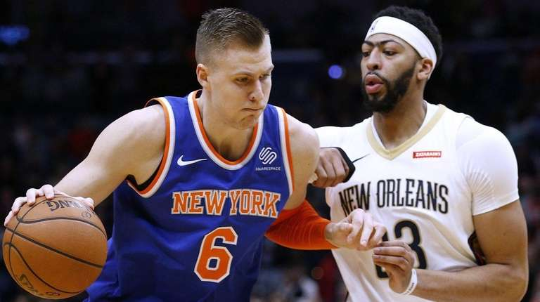 Knicks forward Kristaps Porzingis drives against Pelicans forward
