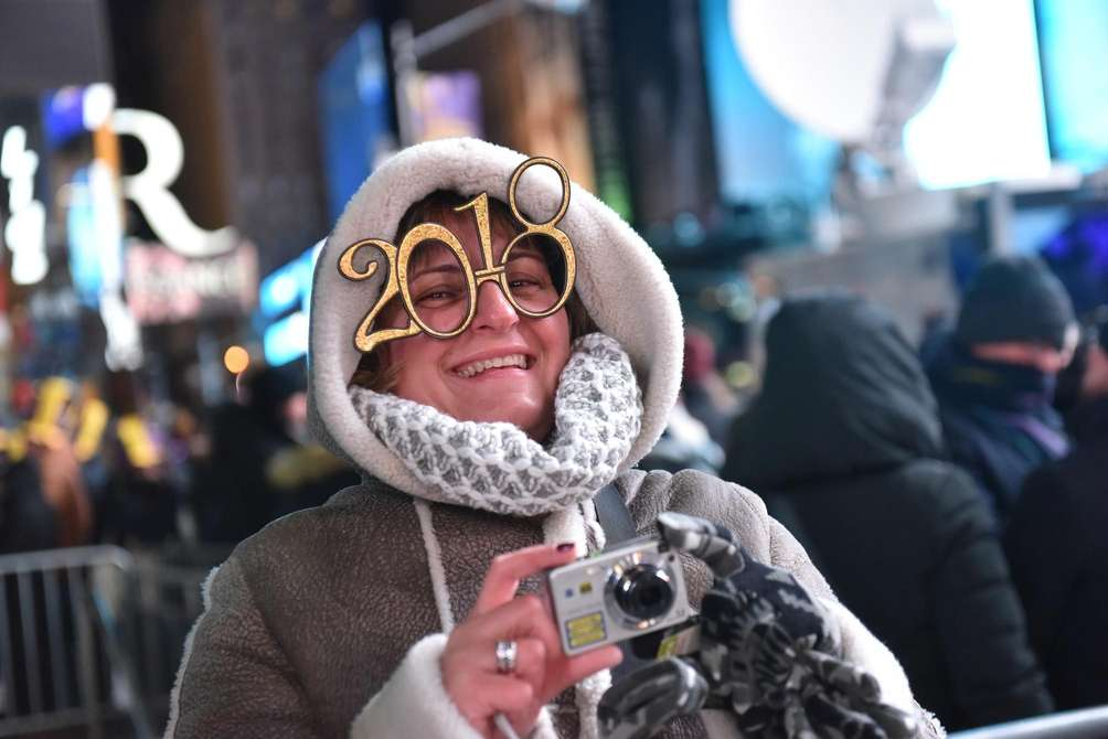New Year's Eve revelers get ready to celebrate