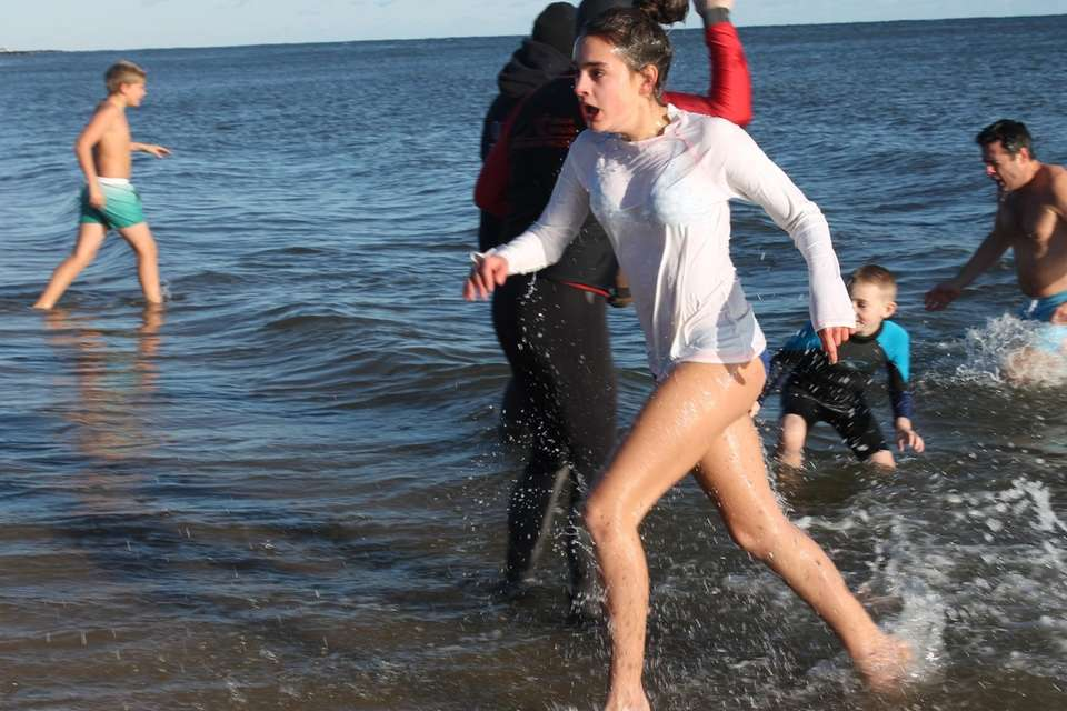Participants brave the cold during Wainscott's annual polar
