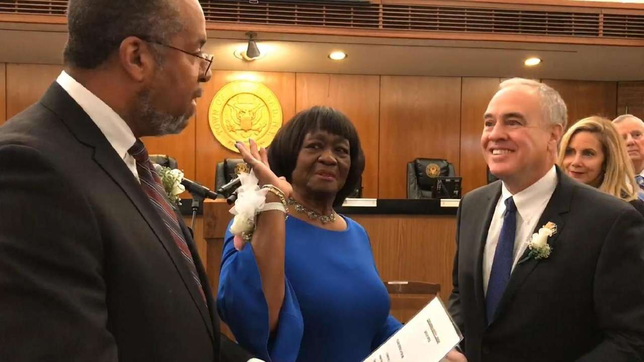 Hempstead Town holds a swearing-in ceremony for three