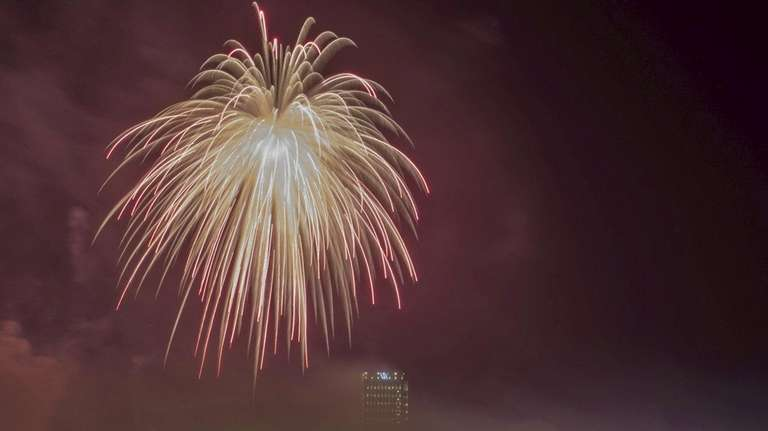 A massive firework created by Fireworks by Grucci,