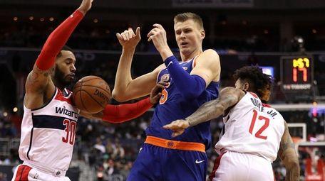 Kristaps Porzingis of the Knicks loses control of