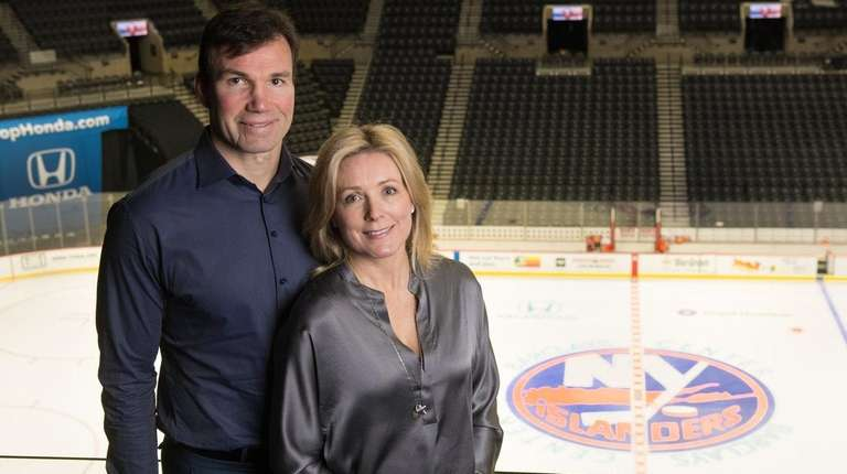 Islanders assistant coach Luke Richardson and his wife,