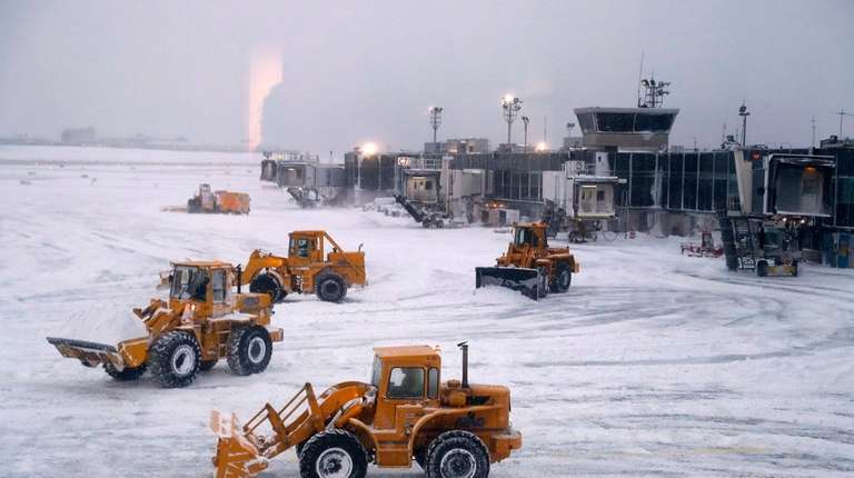 Thousands of Flights Cancelled, Delayed Due to Winter Storm
