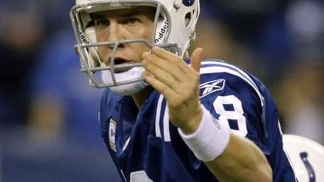 Indianapolis Colts quarterback Peyton Manning (18) audibles at