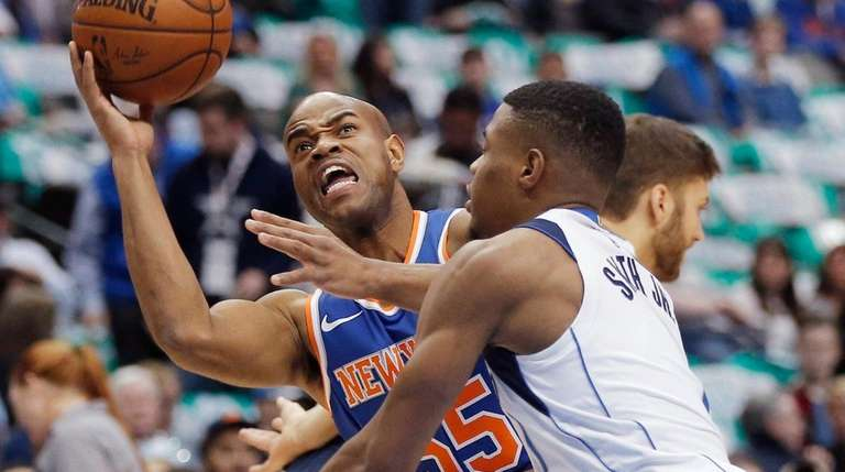 Knicks guard Jarrett Jack (55) battles Dallas Mavericks