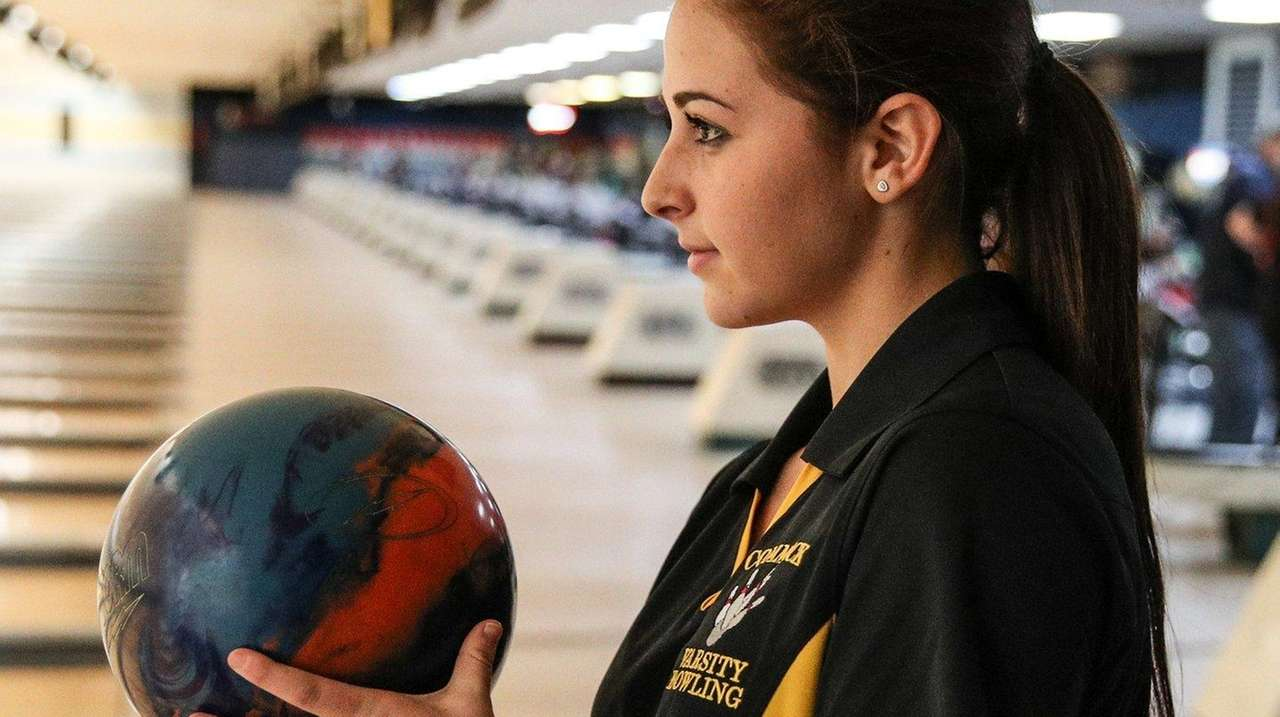 Commack's Jenna Lehrer rolled a 233 and 265