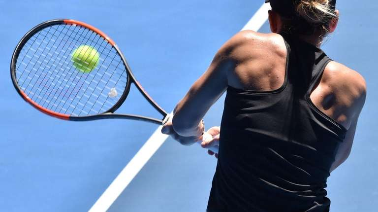 Simona Halep survives date with Destanee in opening round