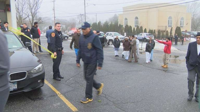 Suffolk police on scene of evacuated mosque in