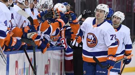 Islanders center Anthony Beauvillier is congratulated by teammates