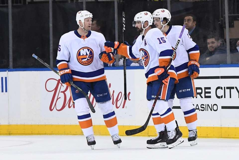 New York Islanders right wing Cal Clutterbuck celebrates