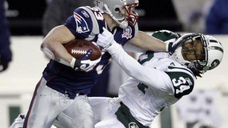 New England Patriots wide receiver Wes Welker puts