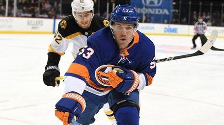 Islanders center Casey Cizikas follows the puck ahead