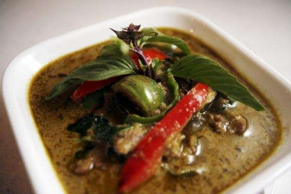 Green curry with beef at SriPraPhai in Williston