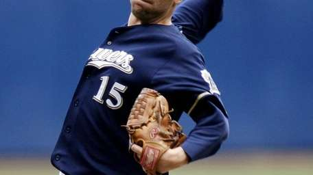 Milwaukee Brewers starting pitcher Ben Sheets pitches to