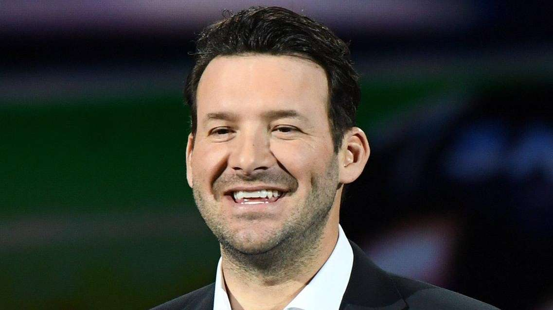 Rookie Announcer Tony Romo Calling All The Right Audibles
