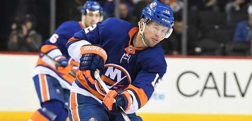 Islanders right wing Josh Bailey passes the puck