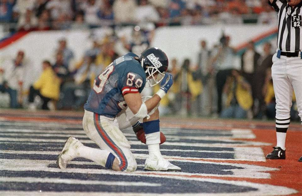 New York Giants Mark Bavaro kneels down after