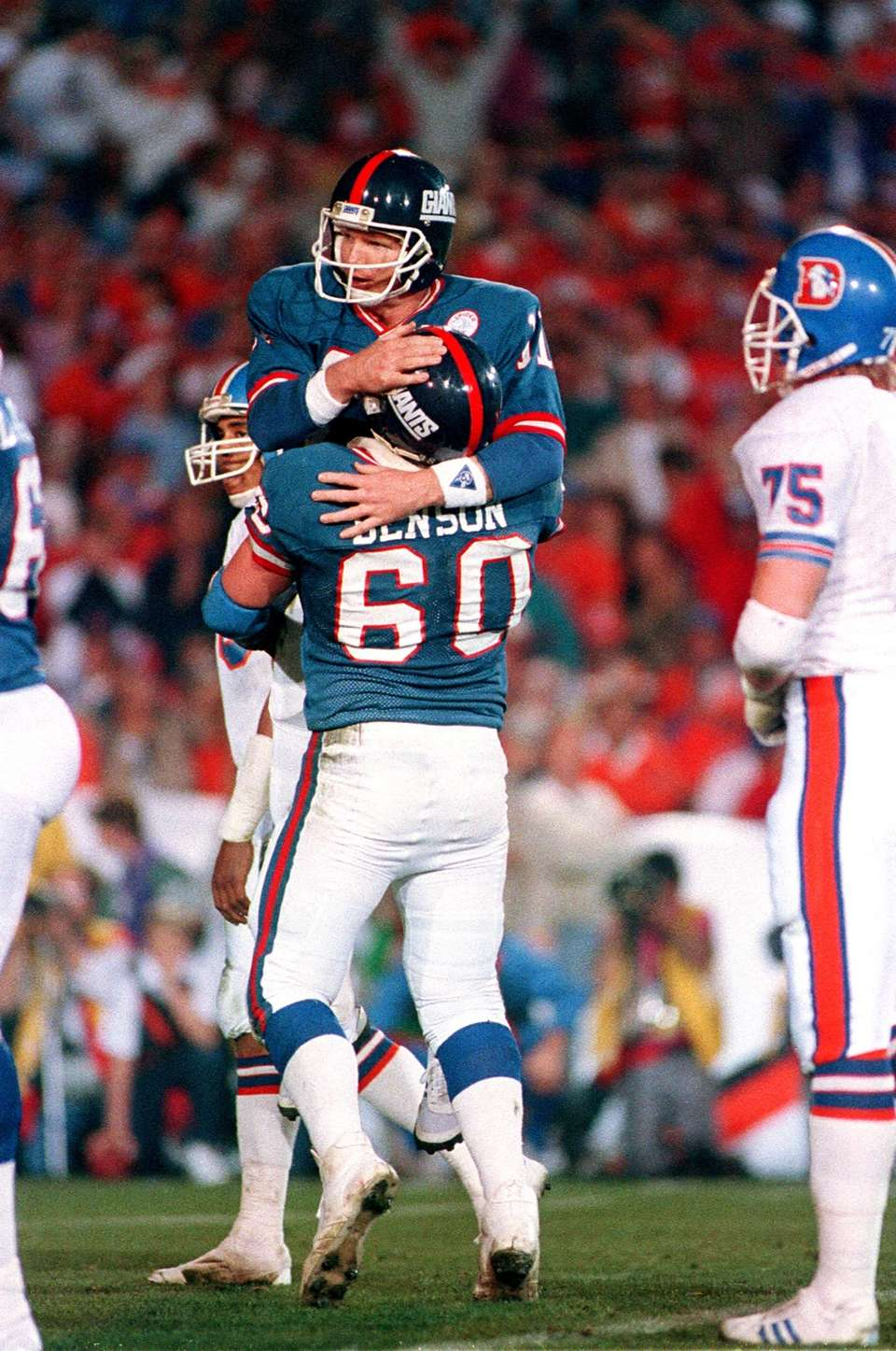 New York Giants quarterback Phil Simms (11) is