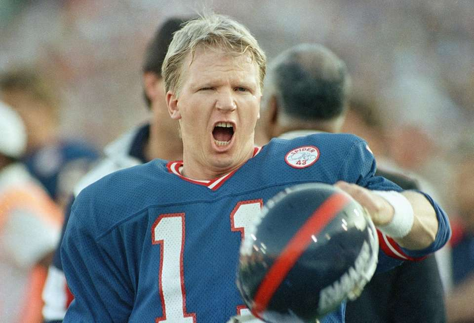 New York Giants quarterback Phil Simms reacts to