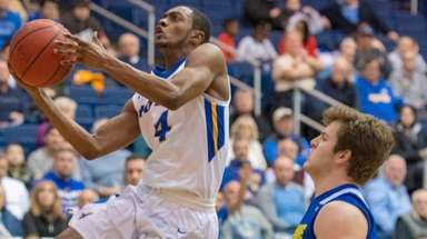Hofstra's Desure Buie (20 points, 8 assists) goes