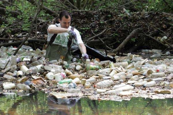 Nassau County Executive Thomas Suozzi clears bottles from